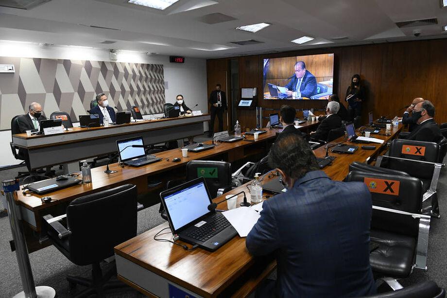 Senadores se reuniram pessoalmente para aprovar indicações para agências