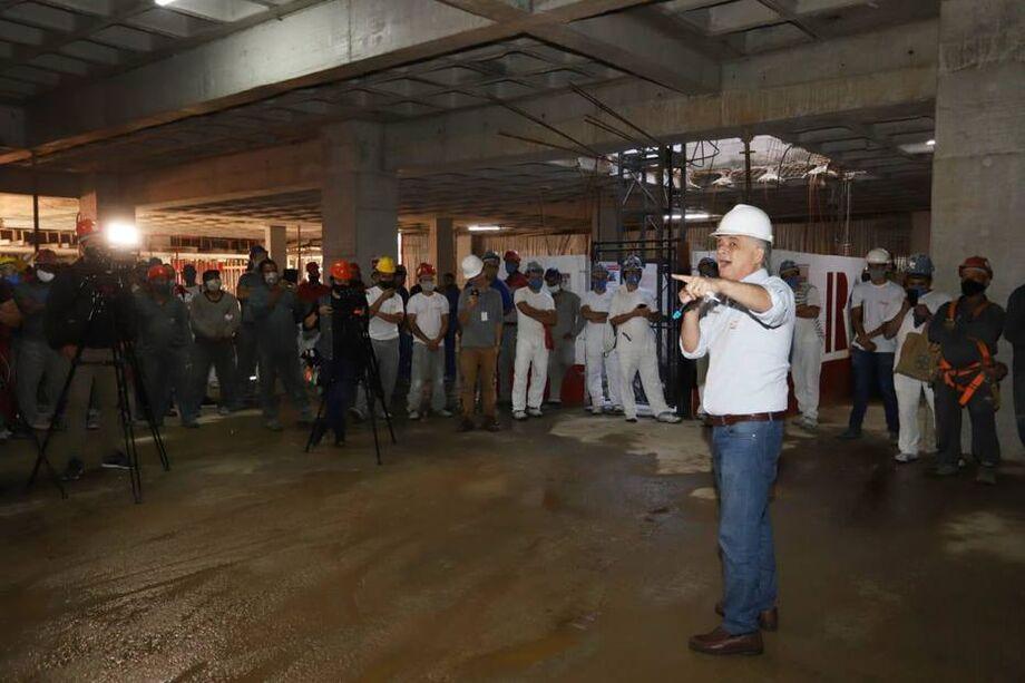 Márcio França, candidato à Prefeitura de São Paulo pelo PSB, durante agenda com trabalhadores da construção civil