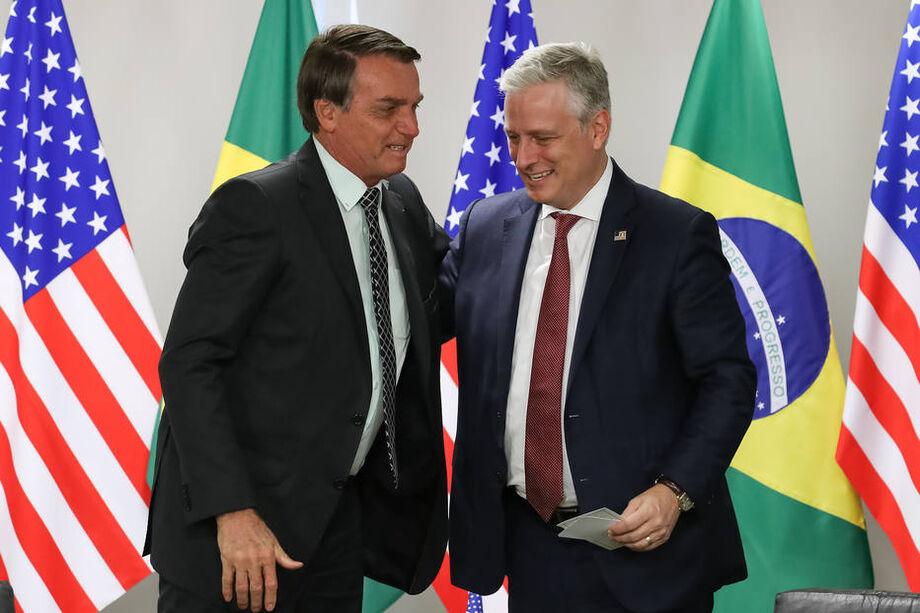 O presidente da República, Jair Bolsonaro, cumprimenta o Conselheiro de Segurança Nacional dos EUA, Robert O'Brien durante encontro em Brasília