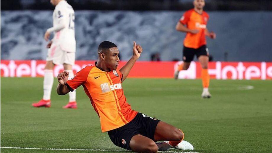 Brasileiro Tetê comemora gol na vitória do Shakhtar sobre o Real Madrid