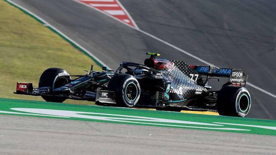 Em treino maluco, Bottas volta a liderar e Hamilton fica apenas com oitavo tempo