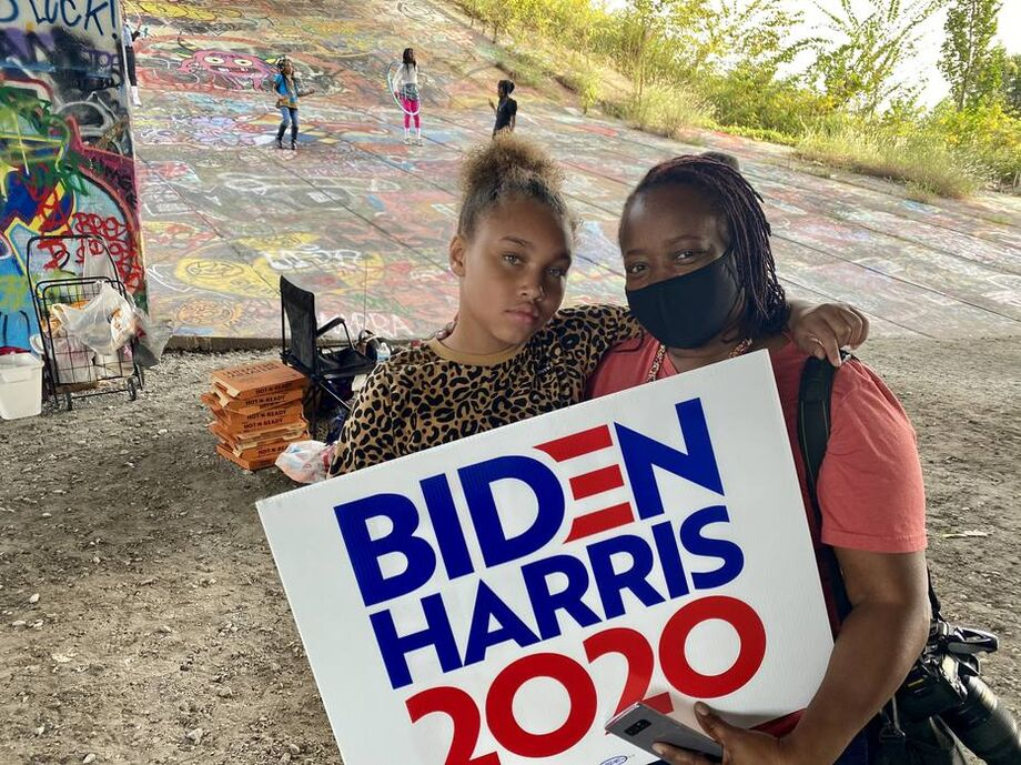 Carletha Reese com a filha: ela já votou em republicanos, mas agora apoia Biden