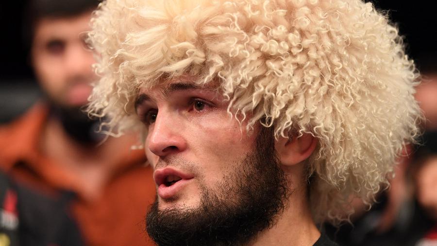Khabib Nurmagomedov anuncia aposentadoria e chora após vitória contra o americano Justin Gaethje