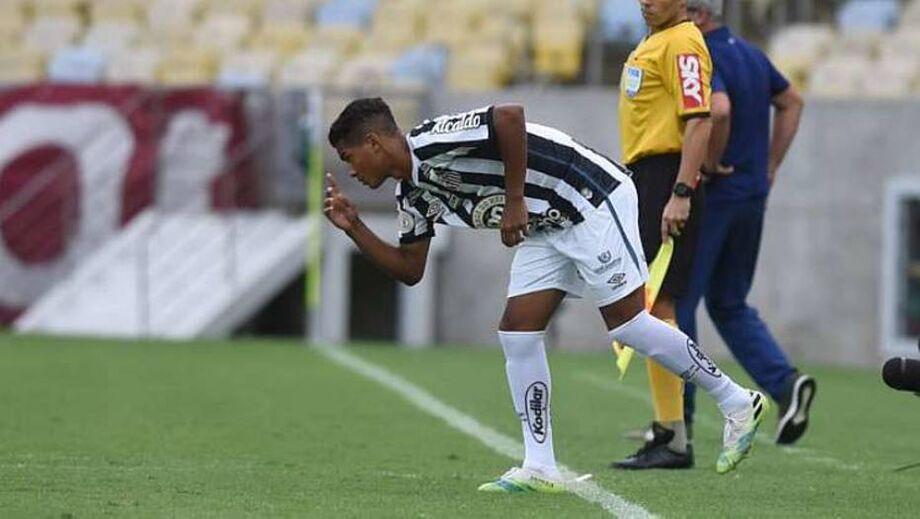 Atacante Ângelo supera Pelé e é o 2º mais novo a jogar pelo Santos