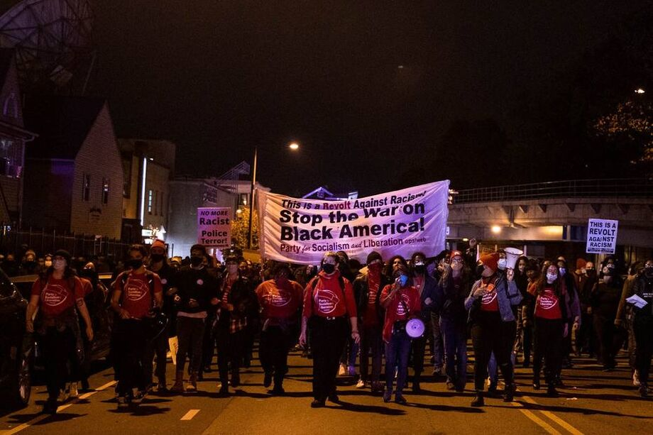 Manifestantes marcham pelo oeste da Filadélfia