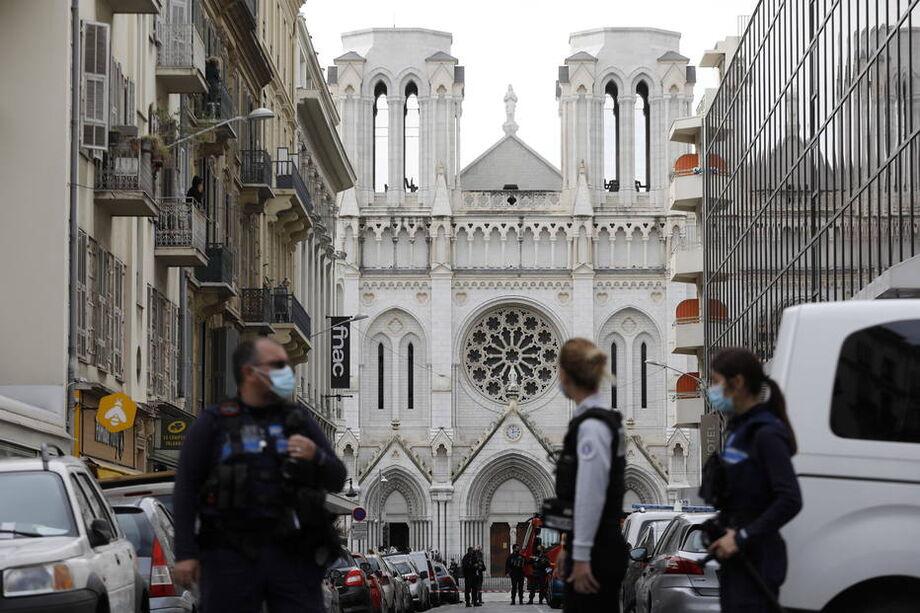 Polícia francesa isola área em torno da Basílica de Notre Dame, em Nice