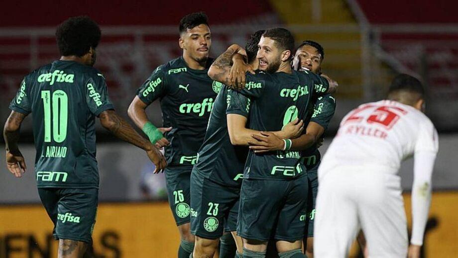 Jogadores do Palmeiras comemoram gol na vitória sobre o Red Bull Bragantino