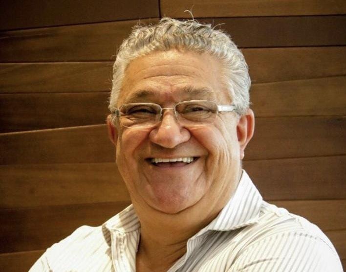 Formado em engenharia civil pela UFMS, Figueiró era era natural de Campo Grande, filho de Eliphas e Sarah Abussafi Figueiró.