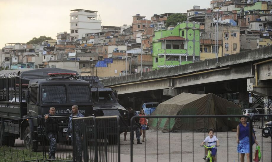 Outro levantamento divulgado este mês mostrou que as milícias estão presentes em mais de um quinto dos bairros do Grande Rio