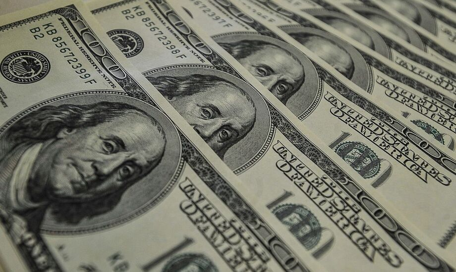 A moeda americana fechou o dia de hoje na casa dos R$ 5,60