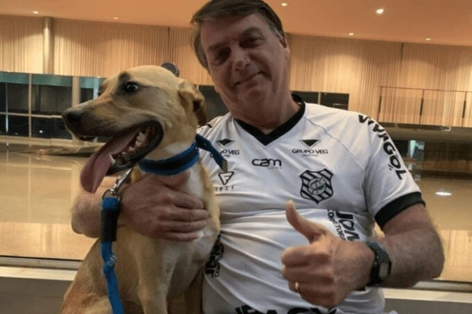 Bolsonaro e Faísca: vacina obrigatória, só contra a raiva