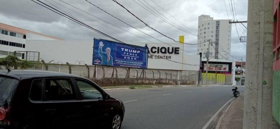 Outdoors a favor de Trump são colocados em Governador Valadares, em Minas Gerais