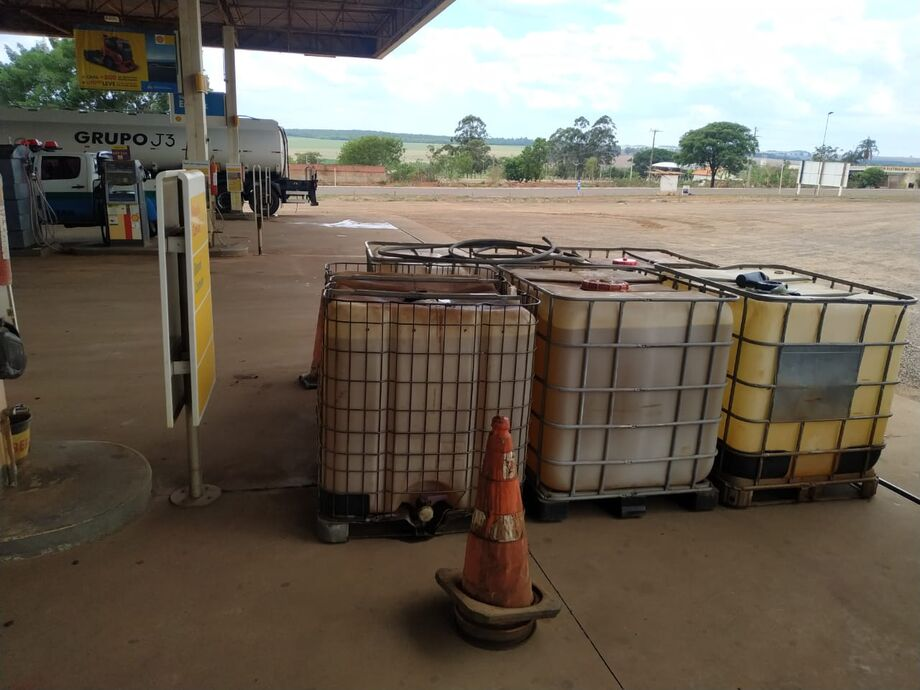Combustível armazenado em recipiente plástico