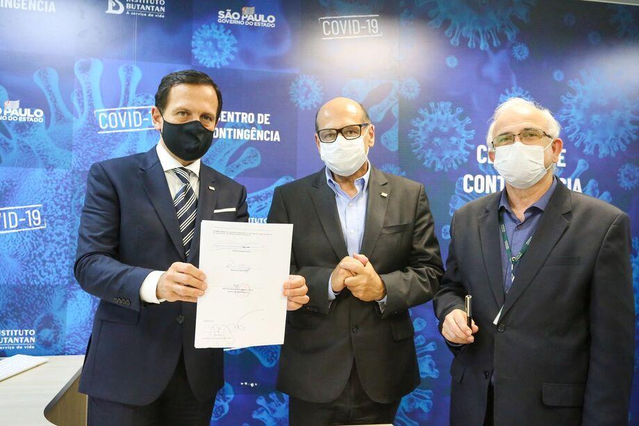 O governador João Doria visita o Instituto Butantan e assina acordo para testes de vacinas, no dia 10 de junho