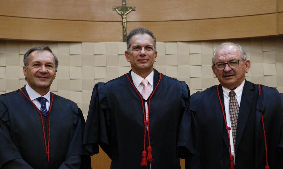 Os Desembargadoresda nova administração: Luiz Tadeu Barbosa Silva (Corregedoria-Geral de Justiça), Carlos Eduardo Contar (Presidência) e Sideni Soncini Pimentel (Vice-Presidência).