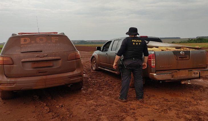 Quase 3 toneladas de drogas, mais de 70 mil pacotes de cigarros e um arsenal de armas foram apreendidos