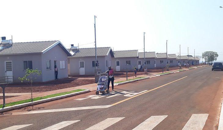 As casas fazem parte do Programa Minha Casa Minha Vida, executado com recursos do Fundo de Arrendamento Residencial (FAR)