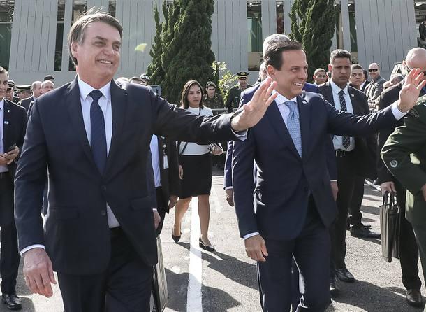 Jair Bolsonaro, presidente da República, e João Doria, governador de São Paulo, durante solenidade