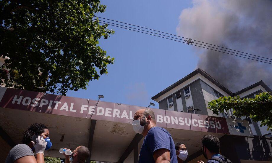 Defesa Civil do Rio interdita prédio de hospital afetado por incêndio