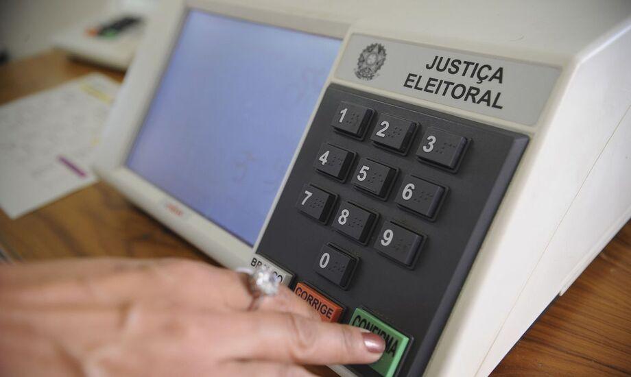 O Código Eleitoral regula a matéria nos artigos 240 a 256 e a Lei das Eleições traz a matéria nos artigos 36 a 58.