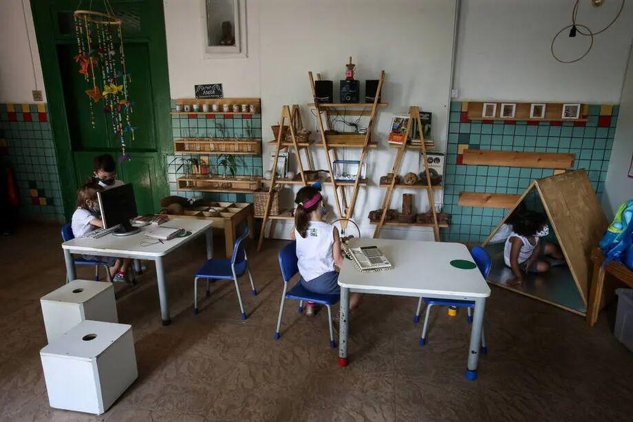 Grupo de pediatras considera seguro escolas infantis permanecerem abertas durante pandemia