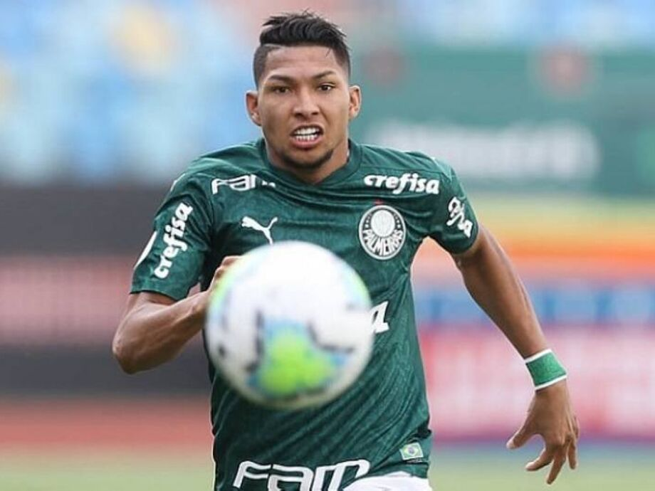 Rony e demais jogadores do Palmeiras voltam a treinar