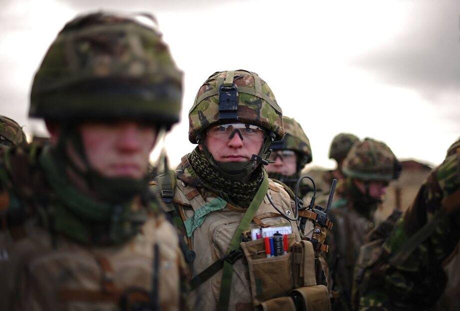 Soldados britânicos em treinamento