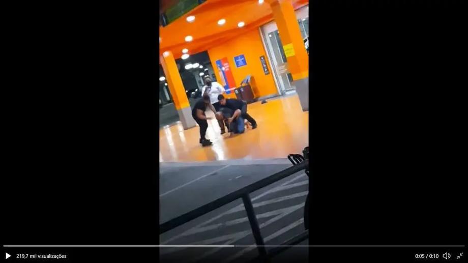 Vídeo compartilhado nas redes sociais mostra agressões a homem negro no estacionamento do Carrefour