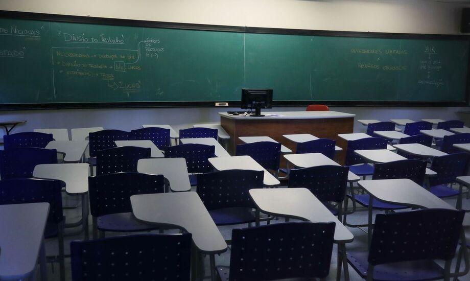 As escolas poderão continuar a dar aulas presenciais para o ensino médio