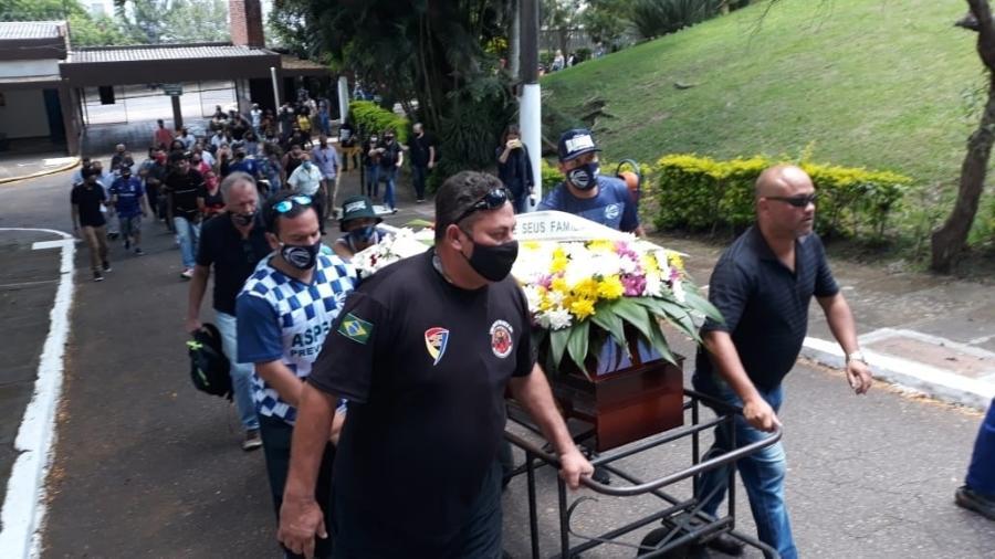 João Alberto Silveira Freitas, que foi assassinado aos 40 anos em um mercado Carrefour de Porto Alegre, é enterrado na capital gaúcha