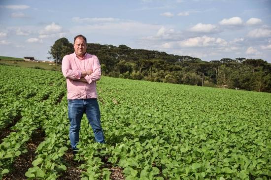 Oportunidade. Gilcesar Zeny renovou equipamentos agrícolas e comprou um trator novo