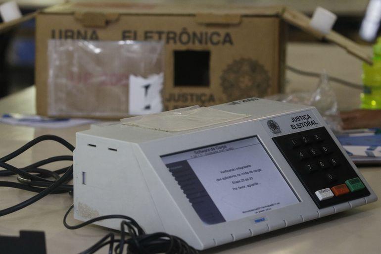Eduardo Bolsonaro voltou a criticar o uso das urnas eletrônicas nas eleições