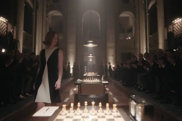 'O Gambito da Rainha': Figurino de Beth Harmon, interpretada por Anya Taylor-Joy, foi criado por Gabriele Binder