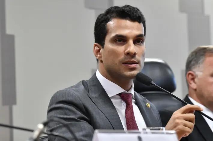 O senador Irajá Silvestre Filho (PSD-TO) durante audiência no Senado