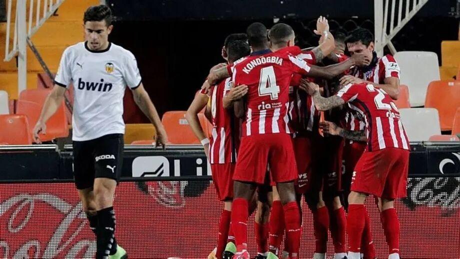 Jogadores do Atlético de Madrid comemoram gol marcado sobre o Valencia
