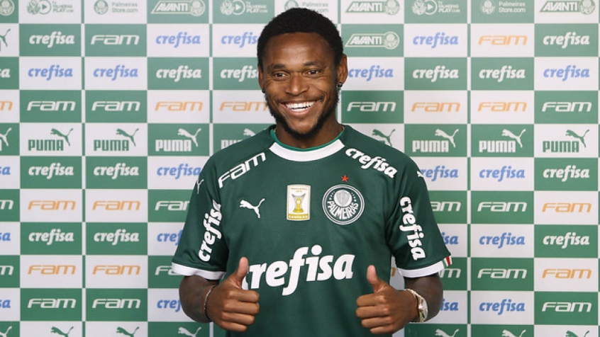 O atacante Luiz Adriano, do Palmeiras