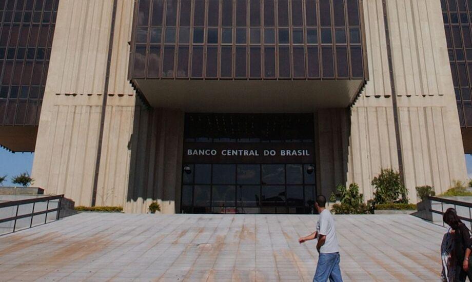 O Banco Central informou nesta quarta-feira, 25, por meio de nota, que passará a divulgar a taxa Selic diária até as 19 horas do dia de sua apuração