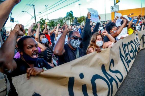 Assassinato de João Alberto Silveira Freitas em Carrefour de Porto Alegre desencadeou protestos em capitais brasileiras