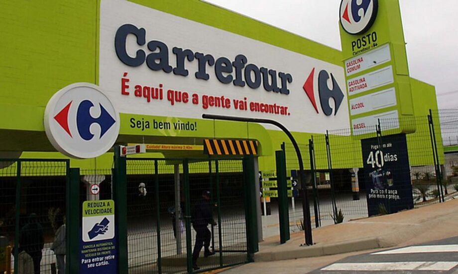 O Carrefour Brasil informou que toda a renda das lojas no País nesta sexta-feira (20) será revertida para projetos de combate ao racismo