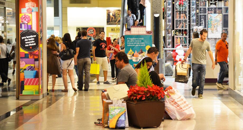 o levantamento, 60% alegaram estar comprando menos, 23,6% estão comprando a mesma coisa e 16,3% estão comprando mais