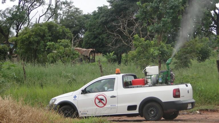 O serviço deborrifaçãoultra-baixovolume (UBV)  conhecido como fumacê -. que auxilia no combate ao mosquito Aedes aegypti