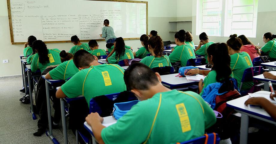 Alunos da Rede Estadual de Ensino retornam às aulas somente em 2021