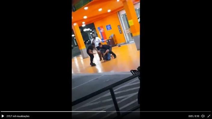 Homem negro foi morto em Carrefour do RS