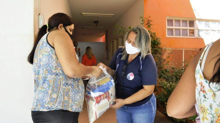 A Prefeitura de Campo Grande, por meio da Secretaria Municipal de Educação (Semed), garante a alimentação dos alunos com a distribuição dos kits merenda