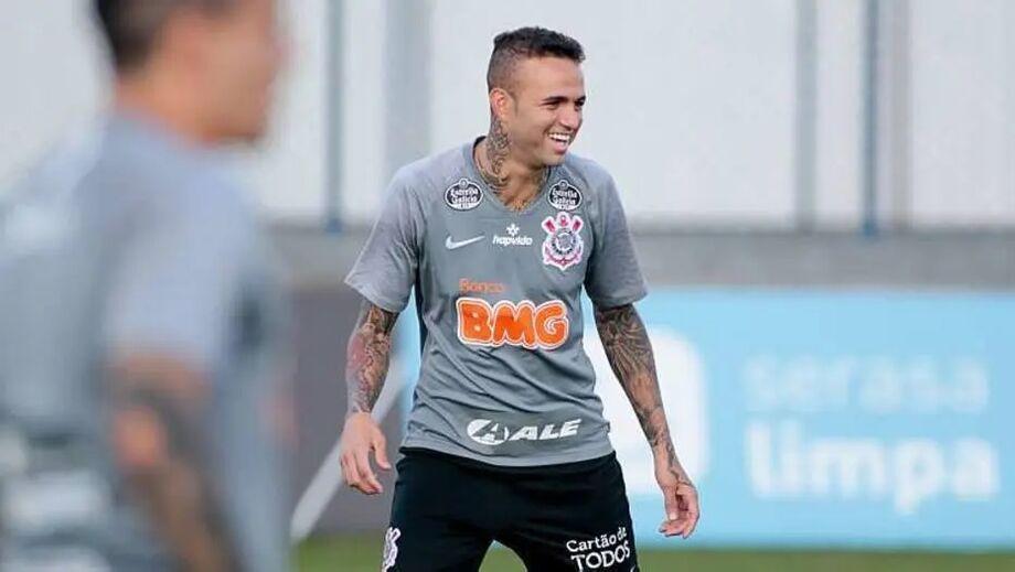 Luan em ação durante treino do Corinthians