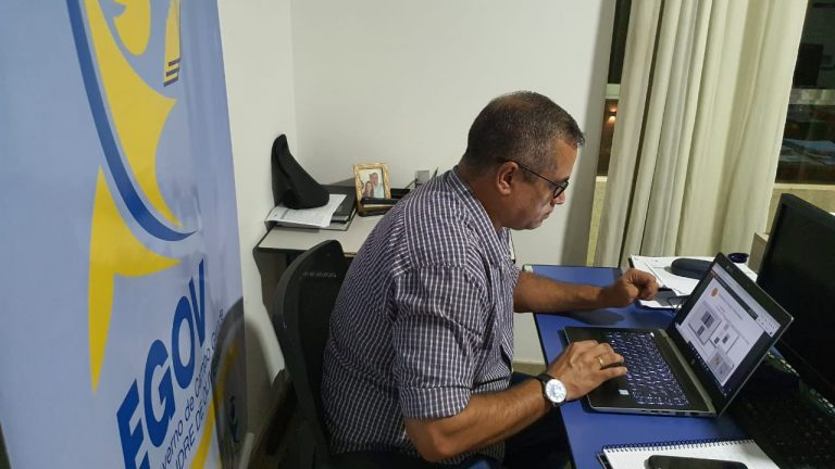 A Prefeitura de Campo Grande e a Universidade Federal de Mato Grosso do Sul estão juntas para capacitar servidores públicos e atender cidadãos que tenham interesse em diversos cursos