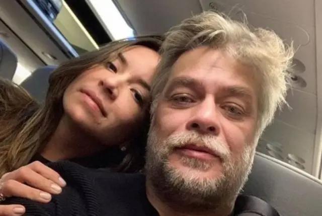 O ator Fábio Assunção e a namorada Mel Pedroso.