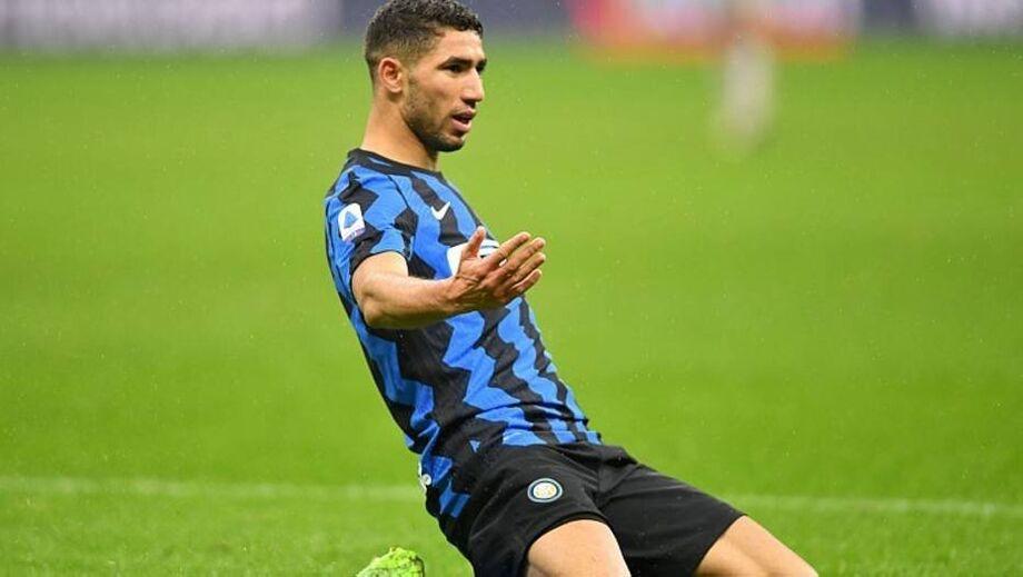 Hakimi comemora gol marcado sobre o Bologna