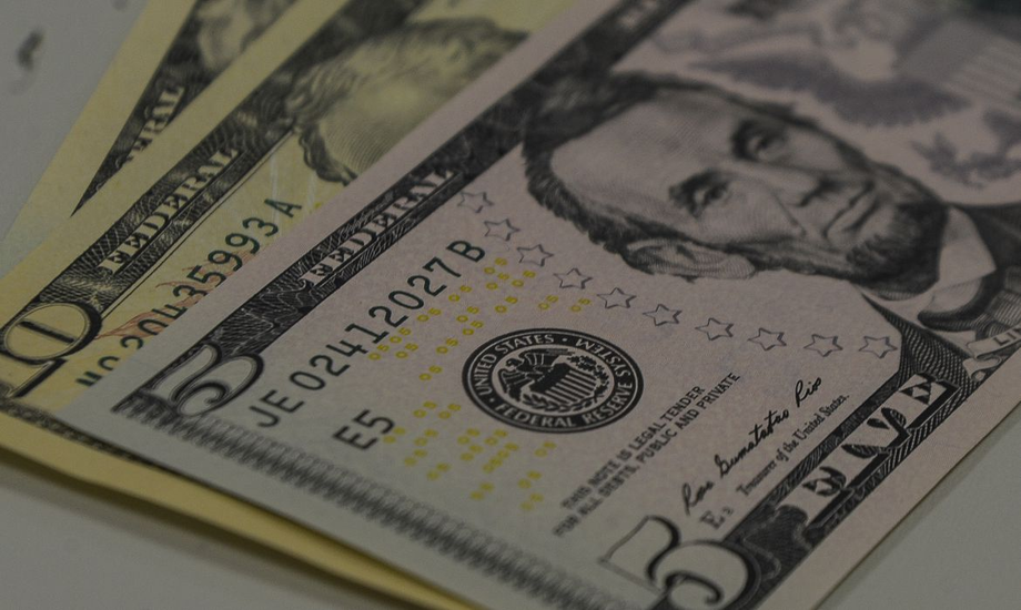 O dólar fechou em baixa de 2,21% no mercado à vista, a R$ 5,2278