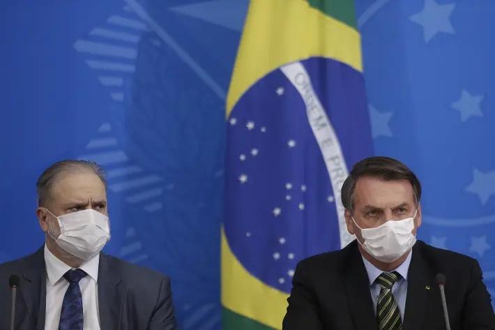 O procurador-geral da República, Augusto Aras, e o presidente Jair Bolsonaro durante anúncio de medidas de combate ao novo coronavírus